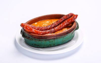 SMOKED SAUSAGES AND BEANS  SMOKED SAUSAGES AND BEANS Fasole cu carnati 400x250