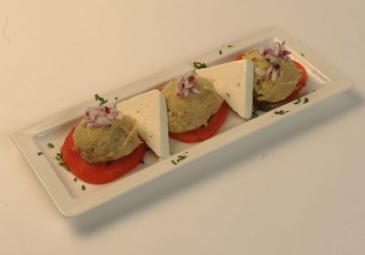 taverna-sarbului-salata-de-vinete  Salata de vinete cu telemea si rosii taverna sarbului salata de vinete 400x280