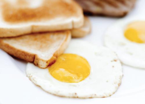 mic-dejun-taverna  Meniu cu oua ochiuri – 2 (cu branza) mic dejun taverna 500x360