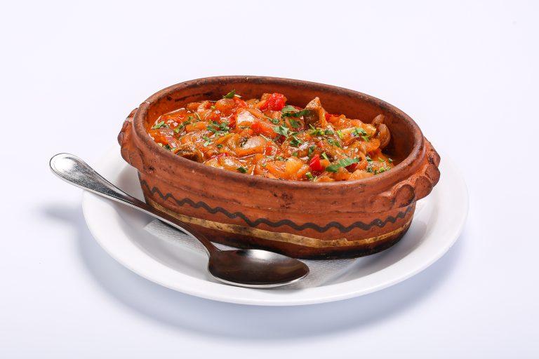 Carne de vita in sos de legume CARNE DE VITA IN SOS DE LEGUME Carne de vita in sos de legume 1 768x512