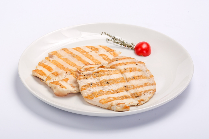 BARBECUED CHICKEN BREAST BARBECUED CHICKEN BREAST Piept de pui la gratar