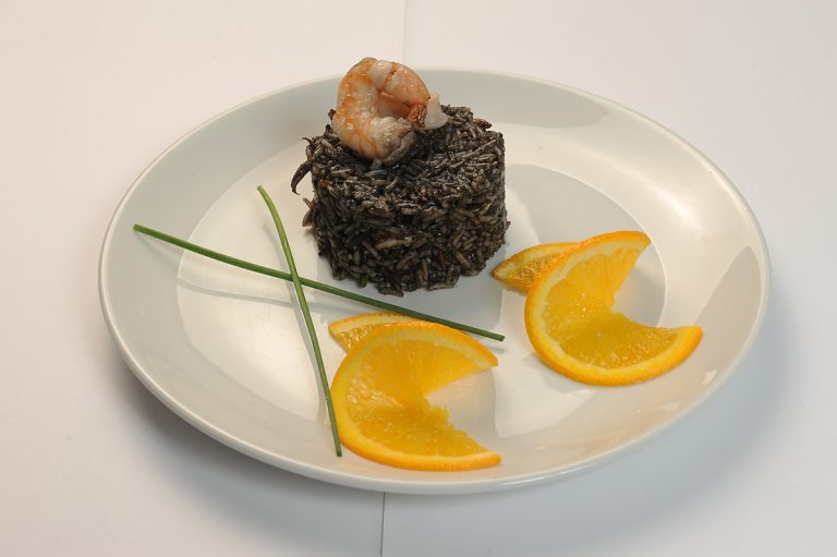 Black-risotto-with-shrimp-and-calamar  Black risotto with shrimp and calamar Risotto negru cu creveti si calamar 768x511