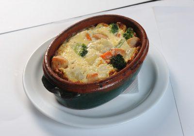 Chicken-with-gratinated-vegetables  Chicken with gratinated vegetables Carne de pui cu legume gratinate 400x280
